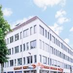 Außenansicht Massener Str./Ecke Falkstr. (1. OG: Dialyse / 2. OG: Praxis)